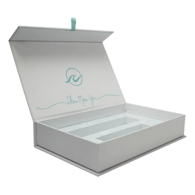 cosmetic gift box with magnets.JPG